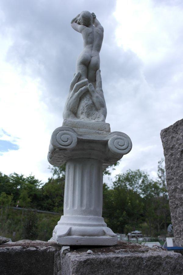 marmor-kvinde-bag