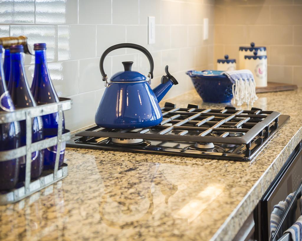Tilbud - Køkkenbord med hul til vask og kog
