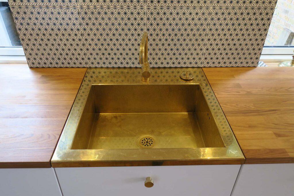 Picture of: Smuk Messingvask D2 Til Din Kokkenbordplade
